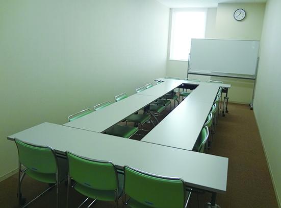 会議室1(定員18名) 23㎡(3m×7.8m)